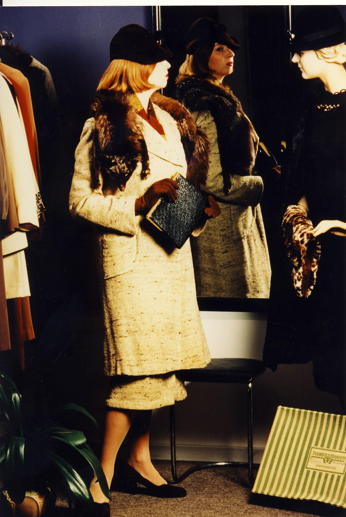 1930'er mode, kostume fra 1930'erne, pels cape, kostumeudlejning, 30'er beklædning