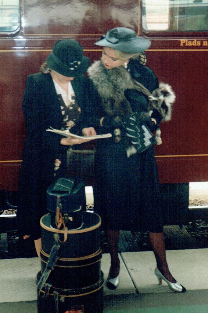 1930'er mode, mode i 30'erne, sølvræv, hatteæske, udlejning af beklædning