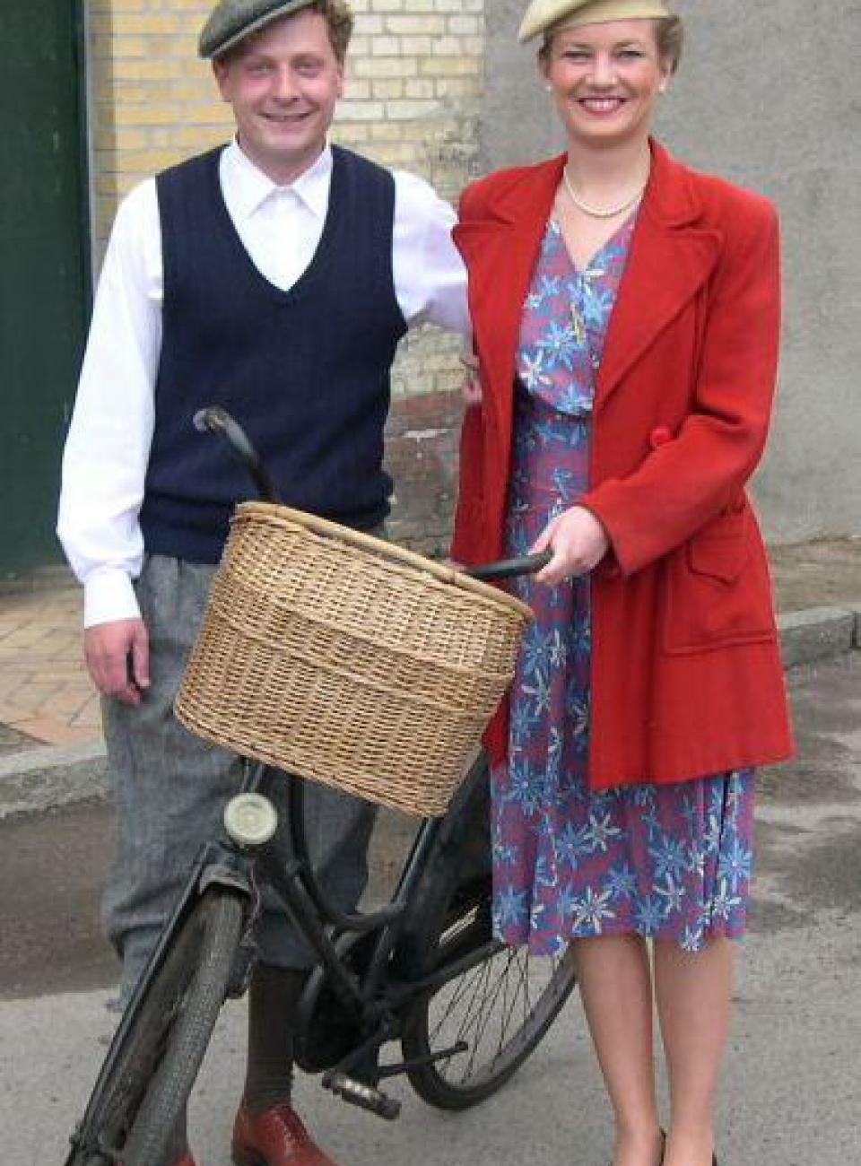 1940'er mode, 2. verdenskrig, gammel cykel fra 40'erne, 40'kostumer, kostumeudlejning, mode i 40'erne, plus four,